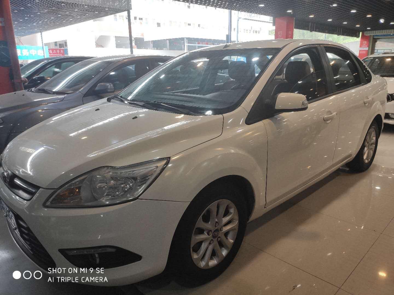 福特 福克斯 2013款 三厢经典 1.8L 自动基本型
